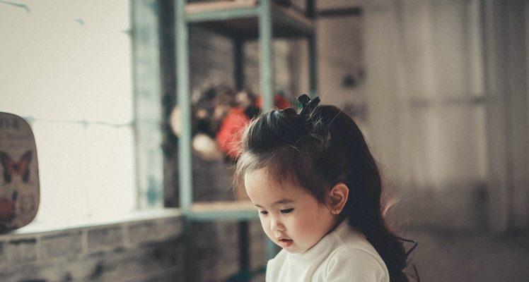 pexels kha ruxury 913179 1 748x400 - Colicky Baby Brain Chemistry